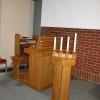 Kykans orgel till vänster om altaret.