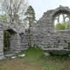 Koret. Kapellet är byggt i en tydlig sluttning.