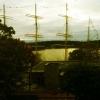 Utsikt mot hamnen med fartyget Pommern och Sjöfartsmuseet från hotelrummets balkong.