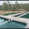 Här hittar du din egen plats att bada på; stort badområde med bryggor!