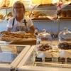Bakelser, tårtor och bröd bakat i ett riktigt konditori .