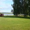 Stora gräsytor, taget från ställplatsen/campingen,