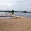25,7 grader i vattnet, glada barn och lätt molnighet denna heta sommar.