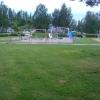 Lekplatsen med parkeringen bakom