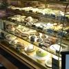 Både gofika, mackor, nyttiga alternativ och mat serveras