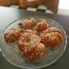 Smöriga hembakta vaniljbullar är en tuff konkurrent till småkakor och matiga mackor