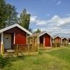 Nu har alla sex campingstugor toalett o dusch