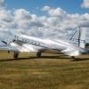 Flygande Veteraners DC3 Daisy på Bunge vid Bungefältets 80-årsjubileet 2019.