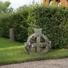 Ett av de gamla korsen på kyrkogården.