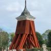 1842 och 1976 är renoveringsdatum som anges på klockstapeln.