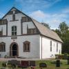 Norra Härene kyrka, entré fasad