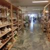 Inne på Navets secondhandbutik på Stenevägen 43 i Kumla.