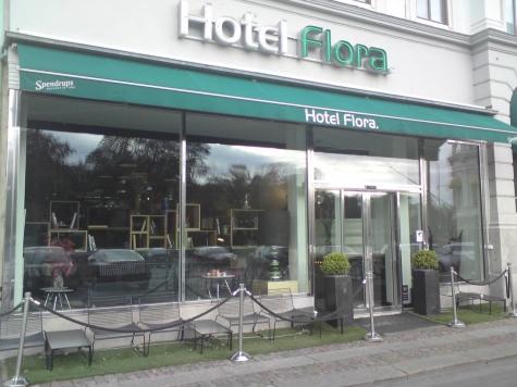 Flora, Hotell