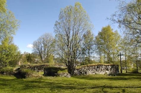 P Gudmundr kyrkogrd i Kramfors r fyra av offren frn