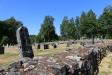 Munkarnas mur och kyrkogården.