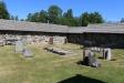 Kyrkogården och munkarnas mur.