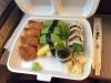Tolv bitar vegetarisk sushi för 100 kronor.