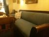 Interiör med soffa.