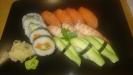 Stor sushi (självvalda bitar) 130 kr