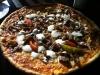 Tunn kebabpizza vid lunchtid för 75 kr och då ingår dricka. Överkomligt.