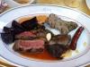 Vansinnigt gott! Blandad grilltallrik. Patanegro Secreto var favorit och rödbetor med kapris!