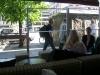 Utsikt över uteserveringen (bild tagen inne i restaurangen) (^_^)