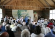 150 människor utanför när biskop Esbjörn knackar på kapellporten