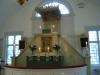 Altartavla och predikstol i ett