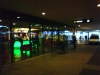 Lite blurrig bild tagen i all hast... Men där bakom glaset anas kaffebarens grönlysande disk!