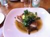 Tonfisk med kapris och rödlök omgiven av smält smör med salt smak. Mycket gott!