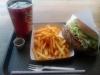 200 g hamburgertallrik för 85 kr. Jag blev mätt. Måste nog springa en extra mil på SATS i veckan...