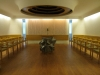 När sjukhuskyrkan har gudstjänst bärs kors och ljus in – och rummet blir för stunden till en kyrka.