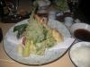 Räkor och grönsaker Tempura rätt