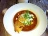 Gudomlig fisksoppa med aioli och räkor. Tallriken är bettydligt större än den ser ut. 115 kr.