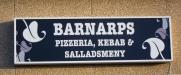 Fasaden och ingången till Pizzerian i Barnarp.