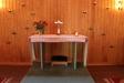 Altaret är enkelt och vackert.