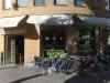 Uteservering på den bullriga Linnégatan.
