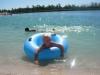 Här badar min yngsta son Hampus i det klar blå varma vattnet