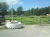 Bild tagen ifrån kiosken/parkeringen mot fotbollsplan och badet.