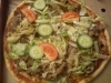 Kebabpizza innan såsen hälldes på.