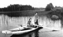 Ingeborg och Disa Larsson på Grönbosjön.