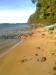Stenblock i strandlinjen.