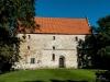 Den gamla tegelkyrkan ligger i slottsparken. Två magasinsvåningar är tillagda.