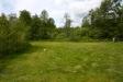 Stora gräsytor.