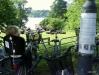 Gott om cykelställ ovanför grasmattorna