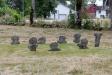 Ett av kyrkogårdens alla kors.