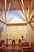 Högt i tak ovanför altaret