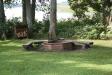 En trevlig grillplats med staplad ved.