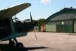 En AN2:a framför hangaren.