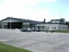 Hangar med tillhörande byggnad Bunge flygplats.